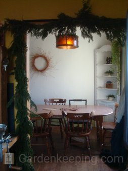 Cedar garlands at the entry way to the dining room. Do the Boscos out there recognize the table?